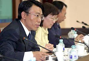 中国今后实行高校就业率公布制度 与招生挂钩