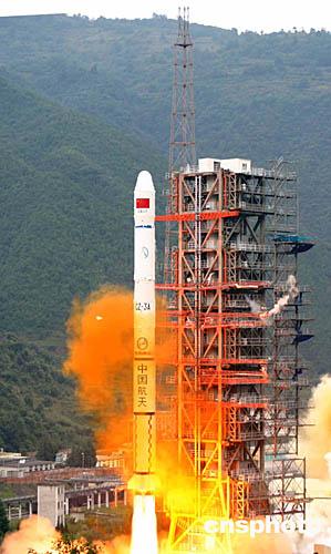 """中国发射""""风云二号""""c气象卫星"""