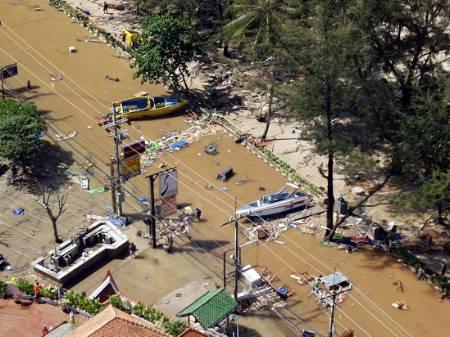 海啸袭击泰国普吉岛 目击者称至少已十人死亡
