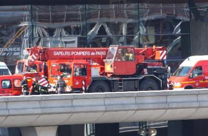 巴黎戴高乐机场发生屋顶坍塌事故 至少五人死亡