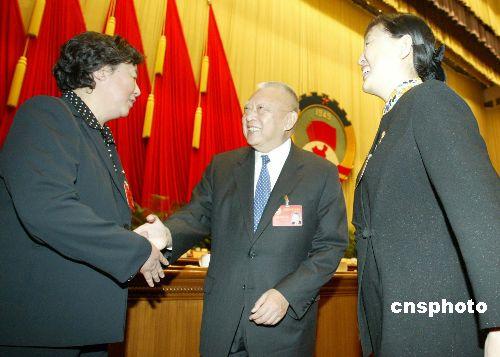 增选的三位政协副主席董建华、张梅颖(右)、张榕 ...