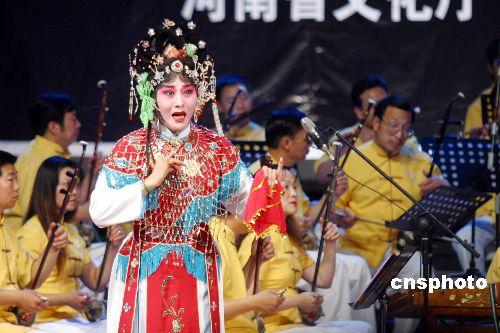 汪荃珍在河南人民剧院演唱常香玉经典豫剧《拷红》选段.