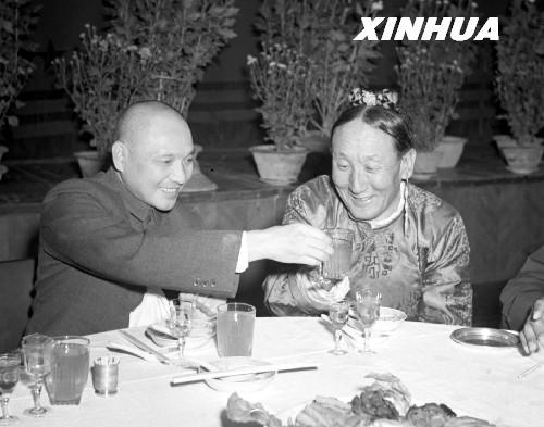图:中共中央领导亲切关怀情系西藏