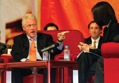克林顿访郑州发表演讲 希望中国越来越强大(图)