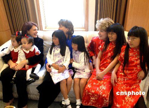 童的美国家庭欢聚一堂