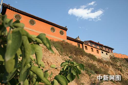 青海省省会西宁市印象:守望一座城市的庙宇