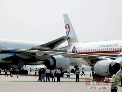 两客机发生剐蹭,无人员伤亡.昨日,在首都机场停机坪滑行道上,