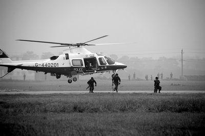 航空飞行队8架警用直升机昨日聚会河南郑州上街机场