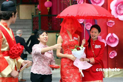 图:外国情侣在港举行中式婚礼