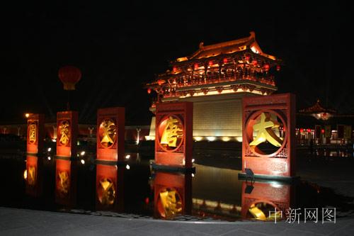 滚动新闻    大唐芙蓉园位于古都西安大雁塔之侧,是中国第一个全方位
