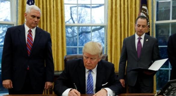 特朗普上任满月施政举步维艰 需重组核心团队