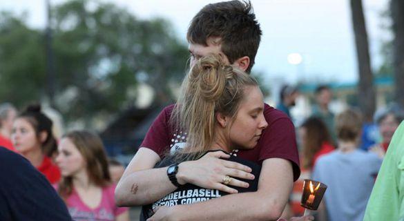 美国一天两起校园枪击案 特朗普再承诺加强校园安保