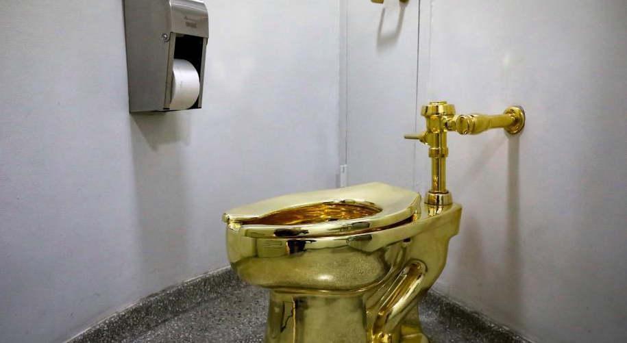 """谁偷了""""美国""""金马桶?价值百万美元 展览中被拆走"""