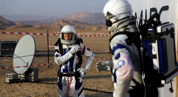 """沙漠里建""""太空舱"""" 以色列科学家模拟火星生活"""