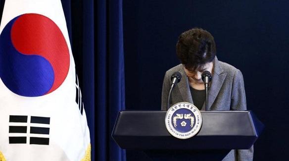 韩国在野党发起总统弹劾案 民众继续抗议游行
