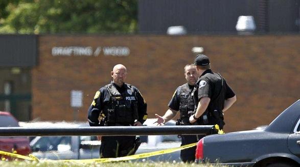 美高中枪击案致2死19伤 嫌犯系15岁男生