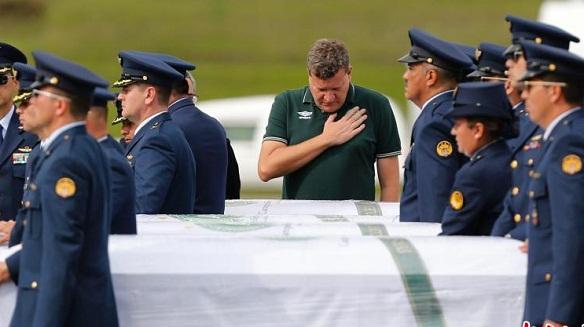 遇难球员遗体返巴西 预计12万人参加悼念仪式
