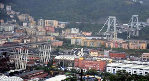 意大利热那亚高架桥大雨中坍塌 已致数十人死亡