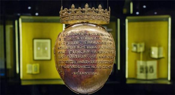 装有法国王后心脏的圣物盒遭窃后寻回 完好无缺