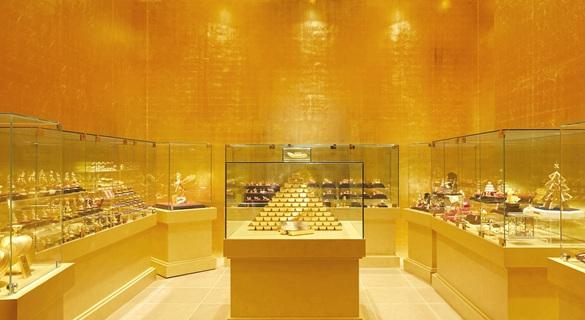 """日本展出现实版""""黄金屋"""":房内处处贴满金箔"""