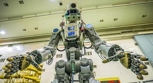 硬核科幻!俄首位机器人宇航员奔赴太空,能双枪射击