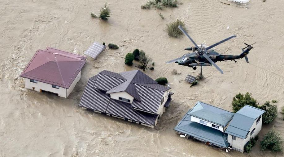 """台风""""海贝思""""袭日致河流泛滥交通瘫痪 数十人死亡"""