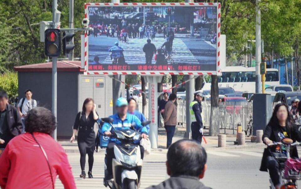 直播曝光!北京首套行人闯红灯抓拍系统亮相