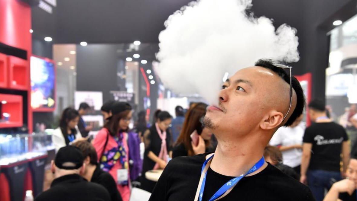 """无毒无害?健康戒烟? 揭开电子烟的""""天使""""面具"""