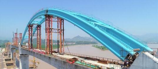 中国单线铁路最大跨度钢管拱桥合龙