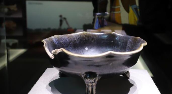 河南博物院展出鲁山段店窑陶瓷文物