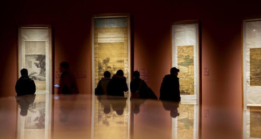 """市民参观""""金陵盛迹——十七世纪的金陵画坛""""展"""