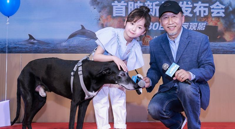 《动物出击》导演冯小宁:为拍这部电影特意养猫狗