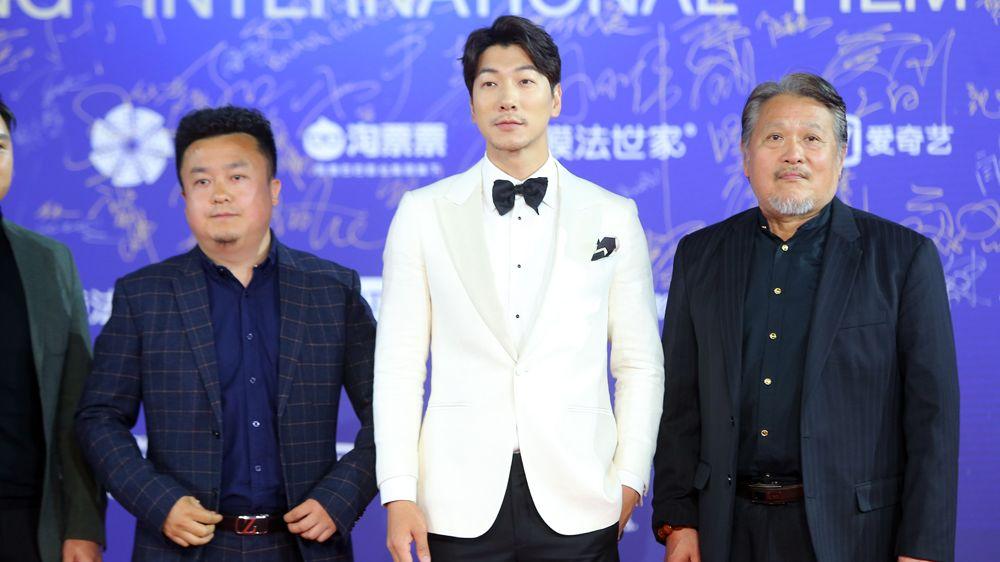 张亮赞新戏导演:是个非常有独见解的人
