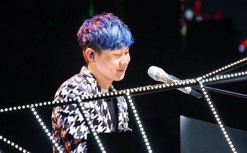 林俊杰开个唱演唱近30首经典曲 引歌迷合唱