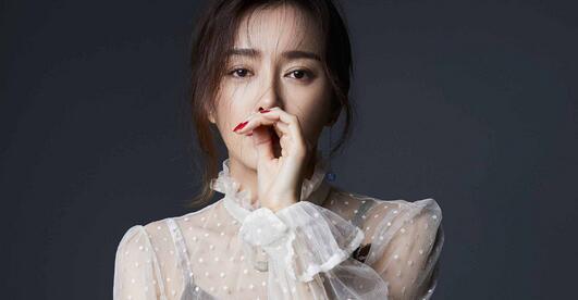 秦岚时尚写真发布 穿白色纱衣温婉大气