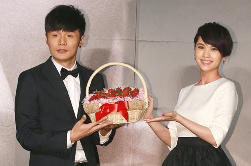 杨丞琳经常探望李荣浩父母 但对婚事没有时间规划