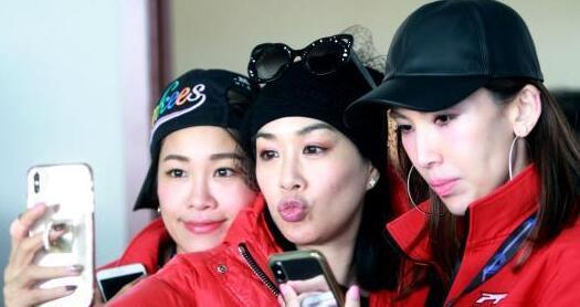钟丽缇现身2018中国原型车耐力赛 助阵好友林志颖