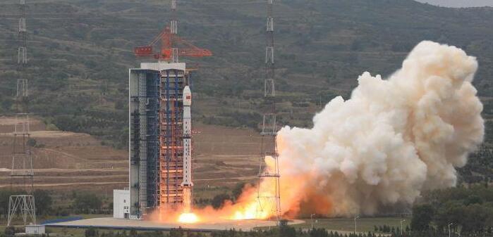 中国成功发射资源一号02D卫星及两颗小卫星