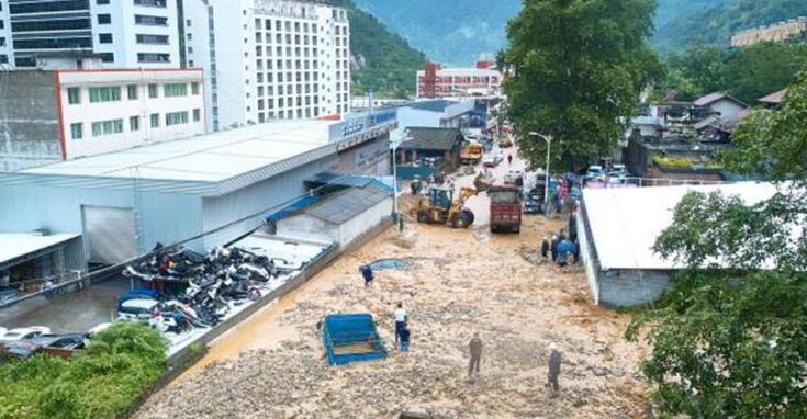 四川石棉遭强降雨袭击 多处发生泥石流