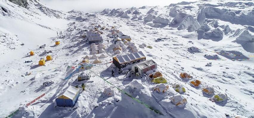 直击:冰雪世界的前进营地