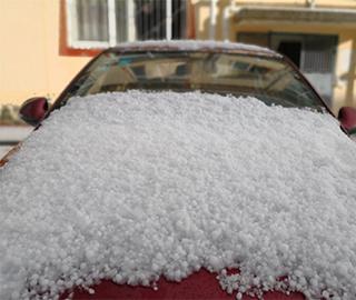 四川红原遭遇罕见冰雹天气