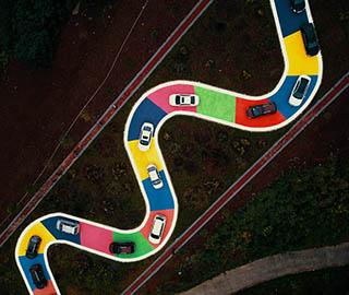 重庆彩色S型公路通车 市民开车排队体验