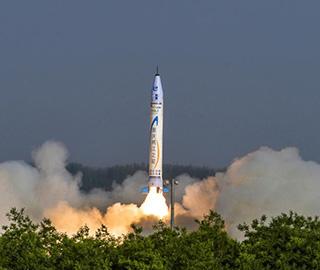 中国首枚民营自研商业亚轨道火箭首飞
