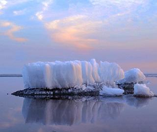 """中俄最大界湖兴凯湖""""浮冰""""仍未化"""