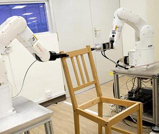 机器人组装家具 20分钟装把椅子