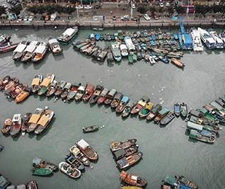 """广东防御台风""""贝碧嘉"""" 渔船回港避风"""