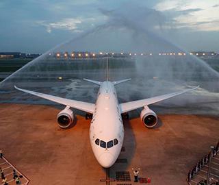 上航首架波音787-9飞机抵达上海