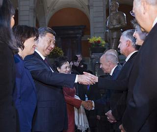 习近平出席瑞士联邦委员会的迎接仪式