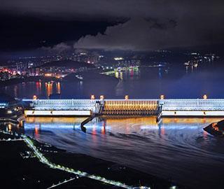 """三峡大坝首次整体""""点亮"""" 美不胜收"""