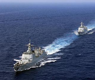 中国海军航母编队完成远海实兵对抗训练